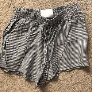 Pants - Striped flowy shorts